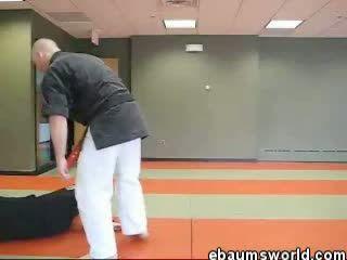 One second KO!