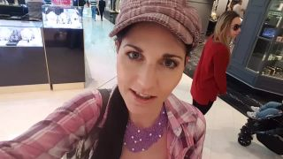 Yolandi goes shopping