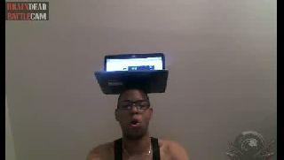 Battlecam.com - Mr.Duke with laptop on his head