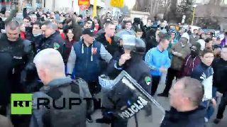 Bosnia and Herzegovina: Police embrace protesters in Tuzla