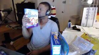 MrDuke - Eats Dried Cat Food on Battlecam.com
