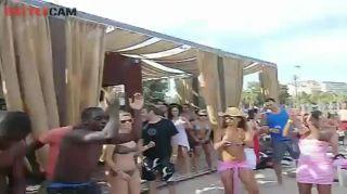 CRIOLA BEACH FESTIVAL, 2012: Hot dancing Kuduru, Afro-house on the beach!