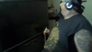 BIG-CHAOS Rams His Head Through The Wall on Battlecam.com